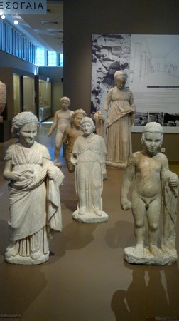 Βραυρώνα, Ελλάδα: votive statues from the museum of vravrona