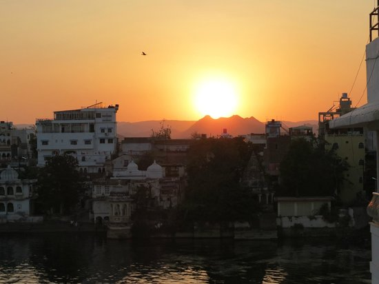 Hotel Nayee Haveli: Sunset view from the terrace