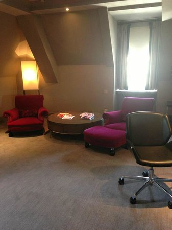 The Bloomsbury Hotel: Studio suite sitting area