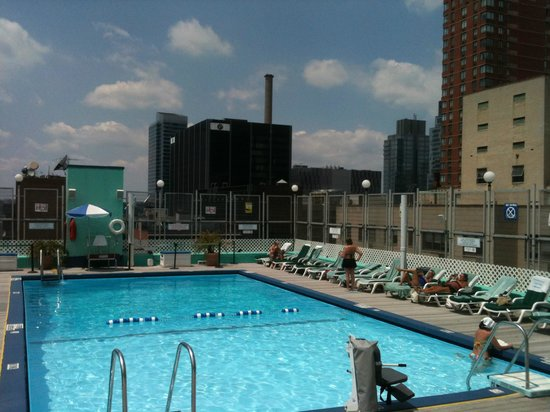 Holiday Inn Midtown / 57th St: Pool
