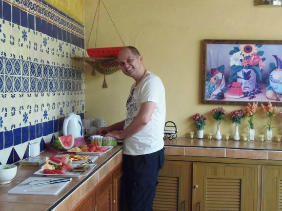 Hotel del Peregrino: Using the communal kitchen after a trip to the market