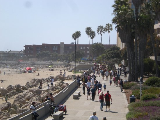 Crowne Plaza Ventura Beach: Promenade with hotel shown on the right