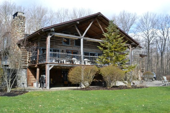 The Chalet of Canandaigua: A view of the deck
