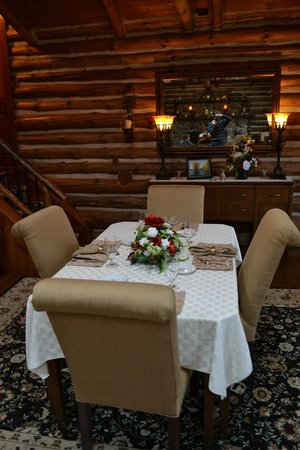 The Chalet of Canandaigua: Elegant dining