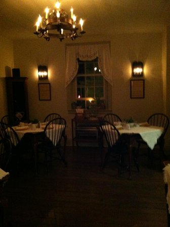 Augustus T. Zevely Inn: Breakfast room at night