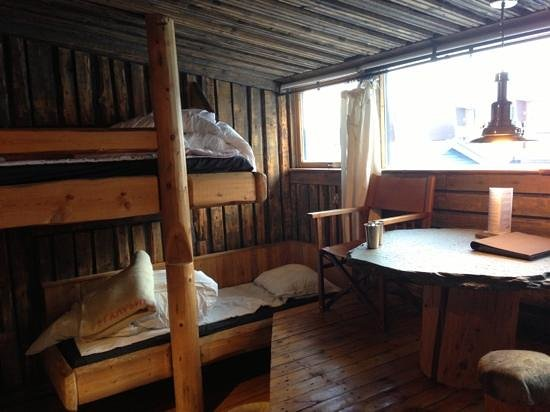 Basecamp Trapper&#39;s Hotel: Our room - split level with bunks.