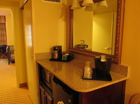 Country Inn & Suites By Carlson, Princeton: mini refrig, microwave and coffee area
