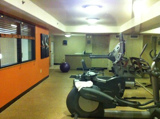 Country Inn and Suites Buckhead: Gym and Laundry