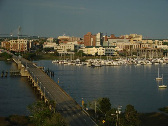 Holiday Inn Charleston Riverview: view from restaurant, sunset