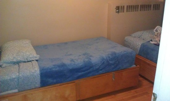 Alexandrie Hostel: private room single bed (sorry lousy pic)