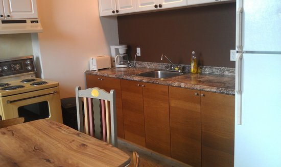 Alexandrie Hostel: kitchen shared by 2 rooms(4 people)