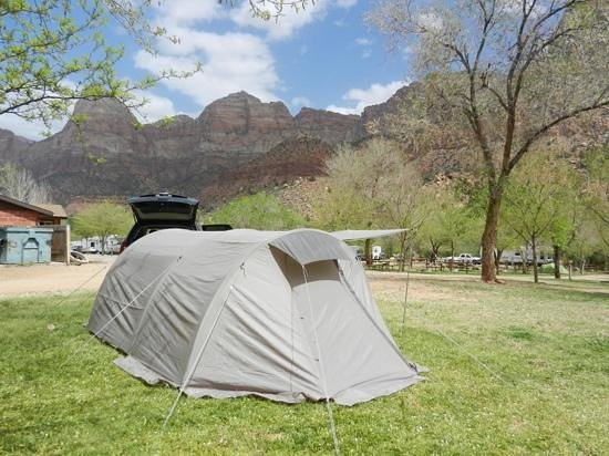 Quality Inn at Zion Park: Zicht op Zion vanaf de Campground