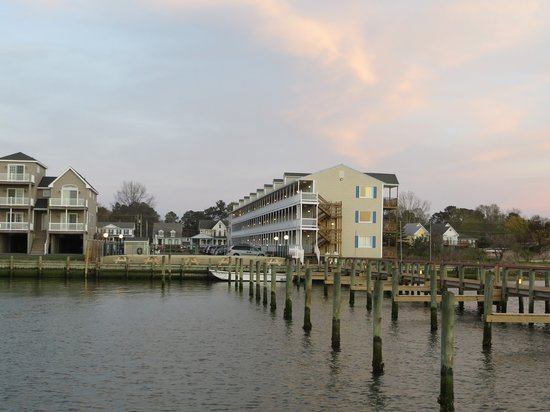 Waterside Inn: view of hotel from dock