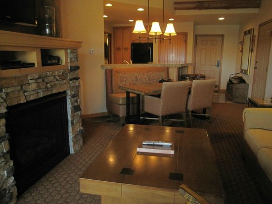 Living Room With Fire Place Dining And Kitchen Picture Of Lodges At Timber Ridge Branson