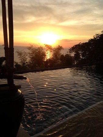 Vivere Azure: sunset by the infinity pool