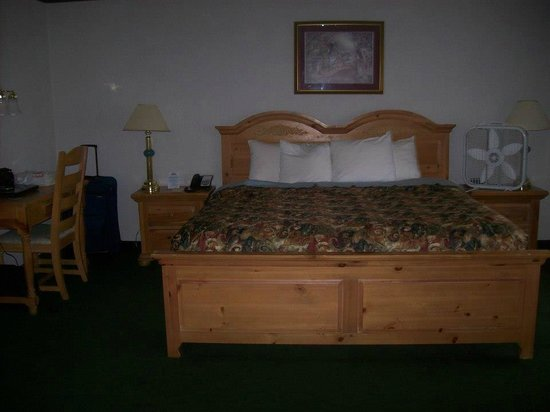 Days Inn Port Orchard: King Bed