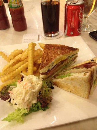 Silka Maytower Hotel & Serviced Residences: club sandwich