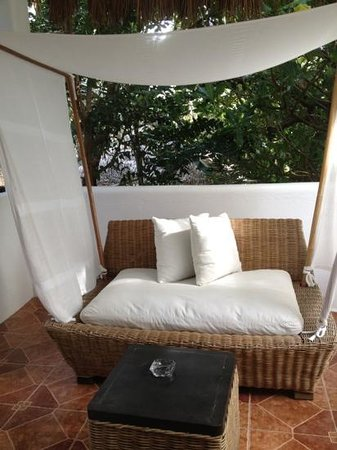 Boracay Beach Resort: another pic of the daybed