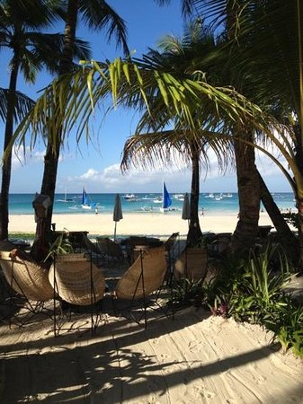 Boracay Beach Resort: where you can lounge