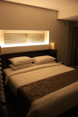 Traders Hotel, Male, Maldives: Queen size bed