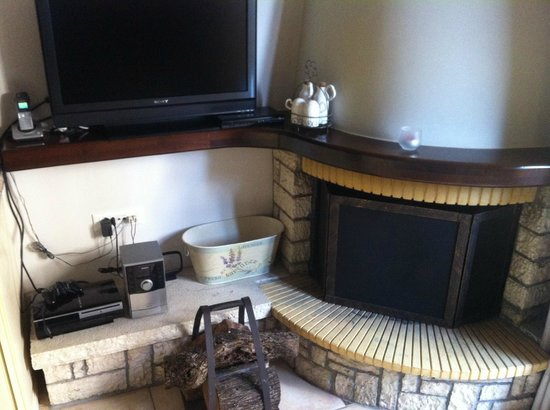 Diakofto, Greece: Fireplace, TV and playstation