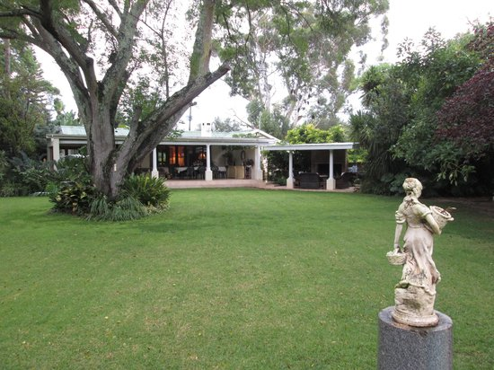 Kirkwood, South Africa: main view of the farm house from the garden