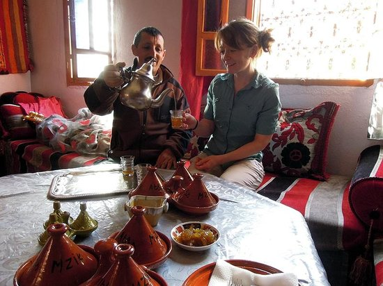 Gite Atlas Mazik: Tea in the upper dining area with Ibrahim.