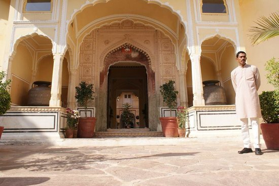 Samode Palace: The Entrance