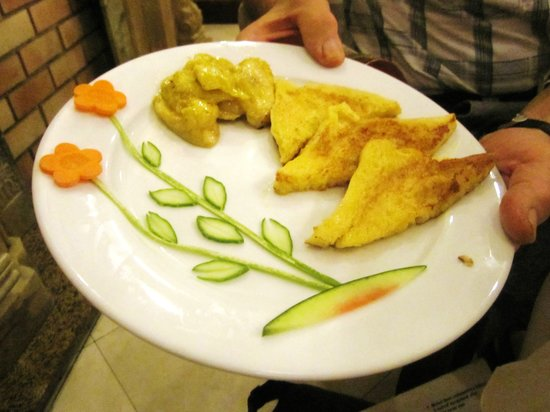 Hanoi City Palace Hotel: French toast, a work of art!