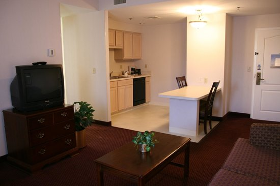 Hampton Inn and Suites Bethlehem: Suite Kitchen