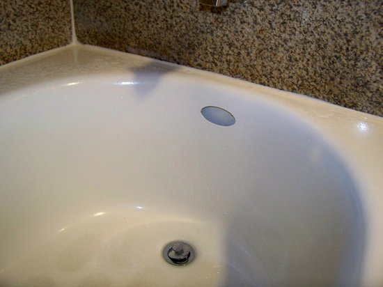 Lincoln, CA: Tub is missing a seal above the drain.