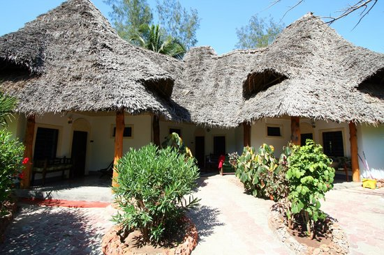 Pongwe Beach Hotel: Building with rooms, thatched roofs