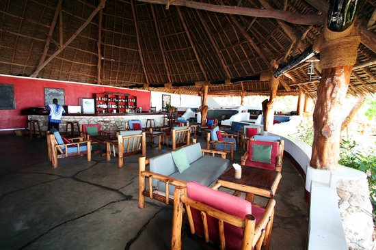 Pongwe Beach Hotel: Lounge and bar