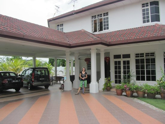 Rumah Putih Bed and Breakfast: Très bel emplacement