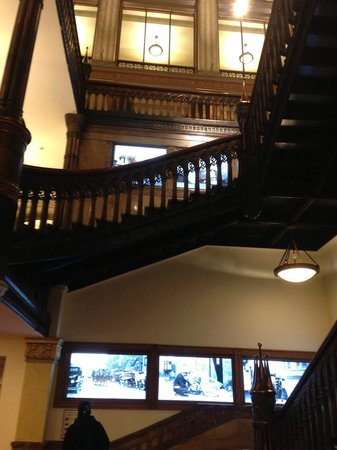 Hilton Garden Inn Milwaukee Downtown: The old wood was amazing!