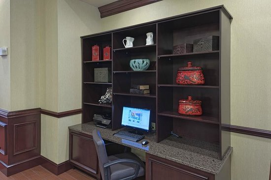 Hampton Inn &amp; Suites Asheville Airport : 24-Hour Business Center 