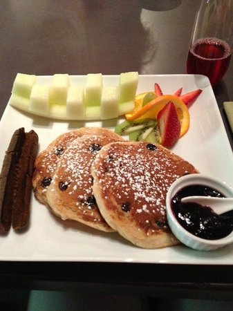Arnold Black Bear Inn : Delicious Blueberry Pancakes 