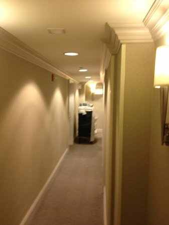 Allerton Hotel: hall way