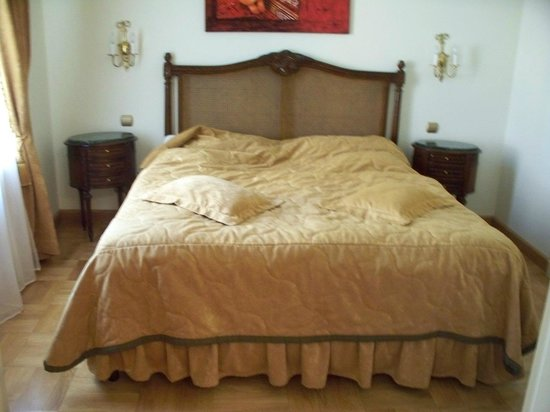 St. George Residence in the Buda Castle: Bedroom