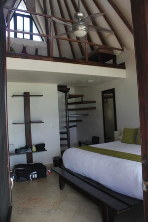 Mezzanine Hotel: Seaview room (Room #1) has a loft upstairs