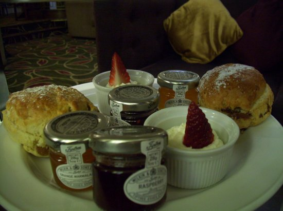 Hilton London Hyde Park: nice scones