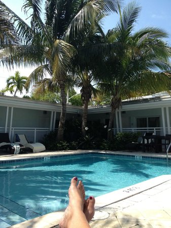 Orchid Key Inn: Very serene pool area - during day & at night