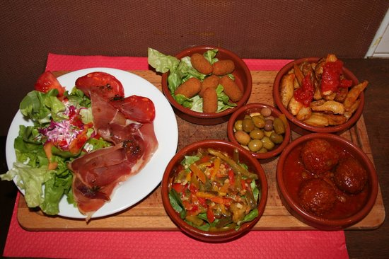 Ax-les-Thermes, : les tapas a mauricio