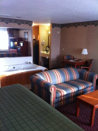 Quality Inn Mineral Point: King Suite
