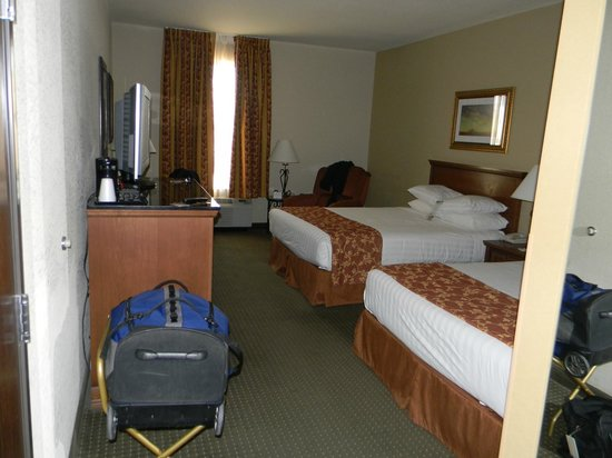Drury Inn & Suites Las Cruces: view of room