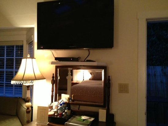 MacCallum House Inn: TV