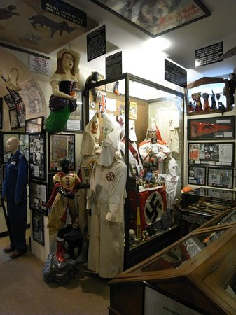 Littledean, UK: KKK exhibits