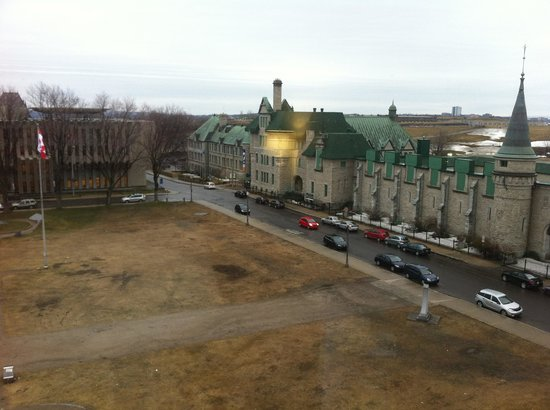 Hotel Chateau Laurier: The view from our room!