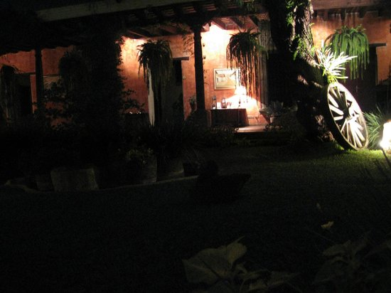 Casa de los Suenos: night central garden