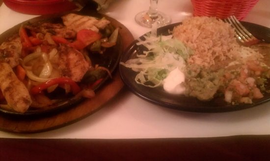 Hicksville, NY: chicken fajitas -- delicious!!